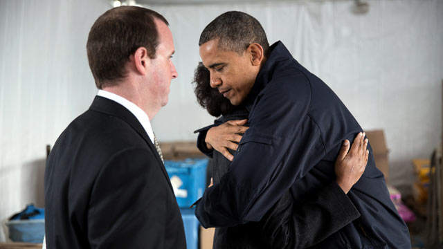 PHOTO: President Barack Obama meets privately with Damien and Glenda Moore at a FEMA Disaster Recovery Center tent in Staten Island, N.Y., Nov. 15, 2012.