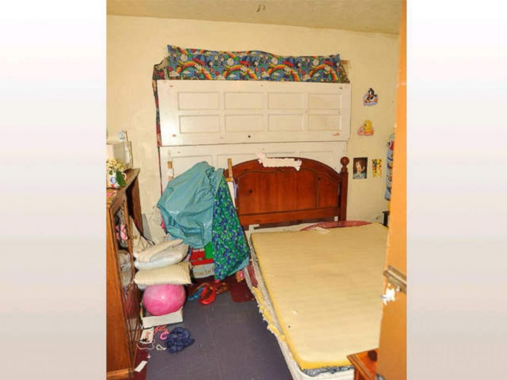 PHOTO: Amanda Berry tried to make her daughter Jocelyns life normal in their room seen here.