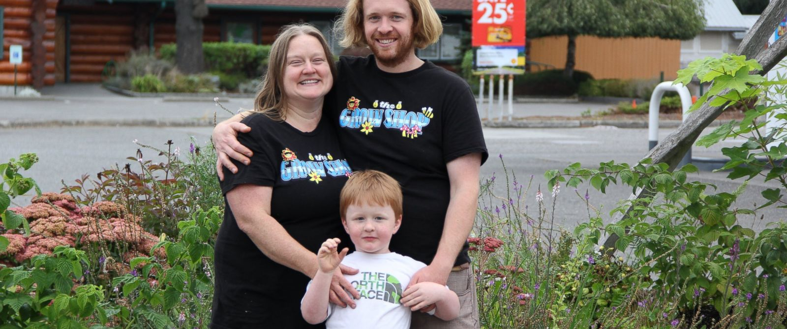 PHOTO: Vicca and Jesse Thompson, pictured here with their son Jerry, 5, were accused of posing a risk to their sons wellbeing by feeding marijuana to him.