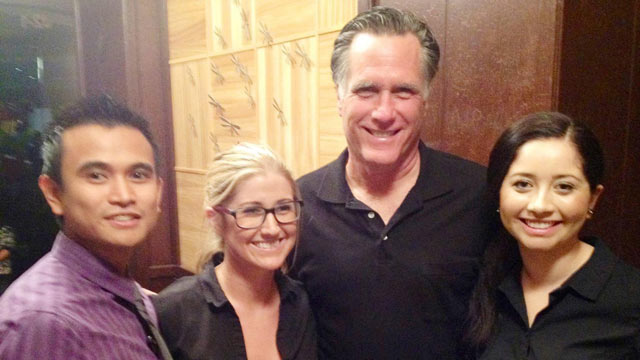 PHOTO: Mitt Romney stopped in for dinner at the Del Mar location of Sammy's Woodfired Pizza & Grill on Nov. 17, 2012.