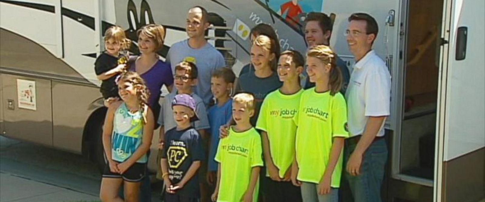 PHOTO: A family in Arizona is helping strangers during their summer vacation.