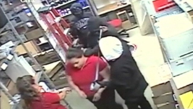 VIDEO: Police say the female suspects made off with 60 smartphones from a RadioShack in Baytown, Texas.