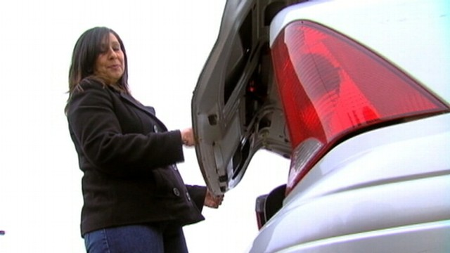 VIDEO: Linda Gipson says she put 700 dollars worth of presents in a car that wasnt her own.