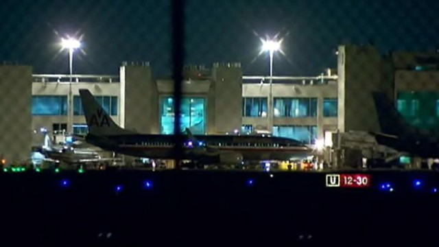 VIDEO: FBI is investigating the theft of $625,000 in gold bars from an unloaded passenger plane.