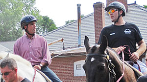 Photo: Wounded Veterans Rehabilitate by Riding Horses: Army Program Helps Heal Battle Scars Through Horse Riding