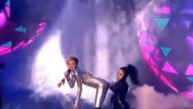VIDEO: Miley Cyrus performed her moves with a little person at MTVs EMAs.