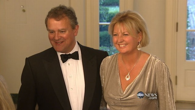 VIDEO: Foreclosed Home Bought by Teen; Downton Abbey Cast Dines With Obama