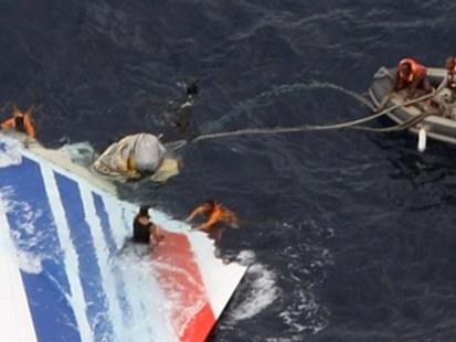 VIDEO: New Clues in Flight 447 Crash