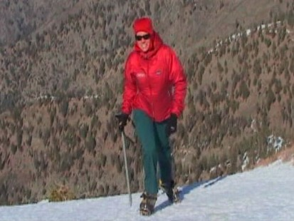 VIDEO: Woman doesnt let rare disease keep her from reaching top of Mt. Everest.