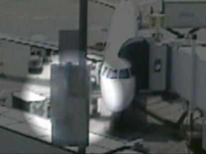 VIDEO: Surveillance footage shows Steve Slater deploying emergency slide.