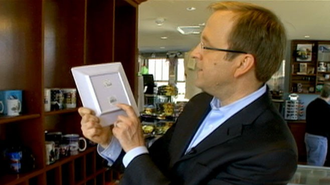 VIDEO: An energized senator gets gift shops to sell American-made memorabilia.