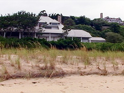VIDEO: Inside a Swindlers Summer Home