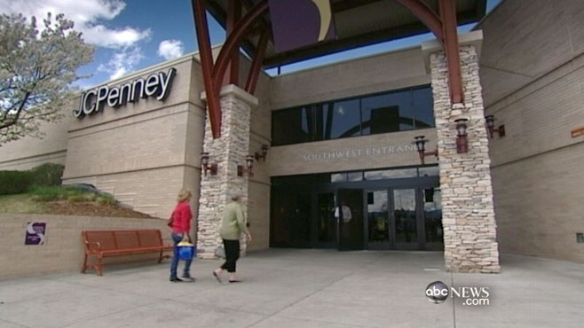 VIDEO: Police find a pipe bomb in a shopping mall near Columbine High School.