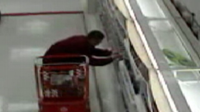VIDEO: New wave of brazen thieves take big-ticket items.