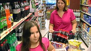 PHOTO: Cameras capture reactions when a mom is harassed by other food shoppers.