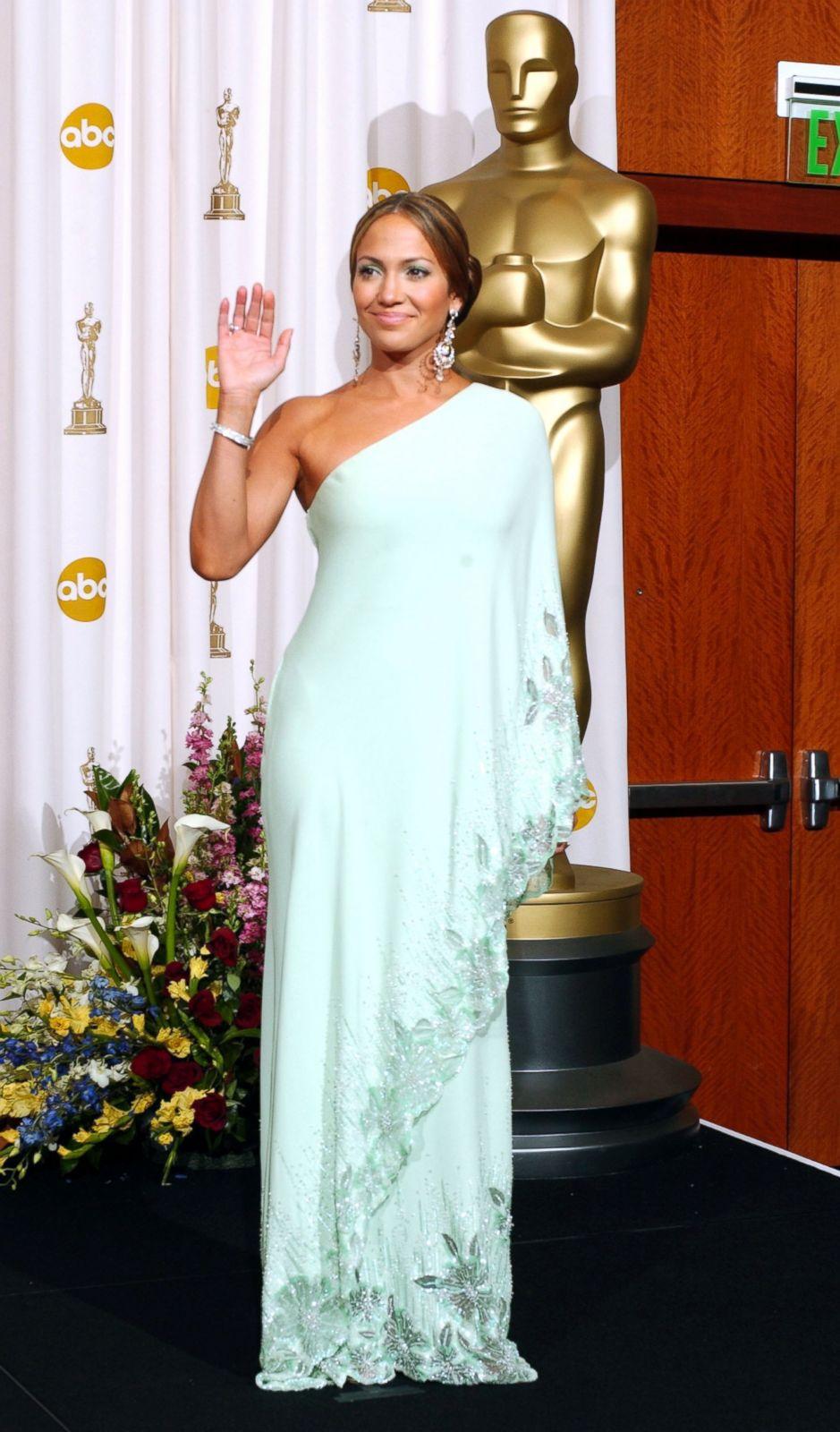 Jennifer Lopez in Valentino Picture | Best Oscar Dresses ...