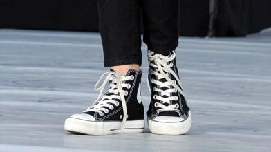 alquiler Parche lanzar  black converse high tops on feet 22d06d