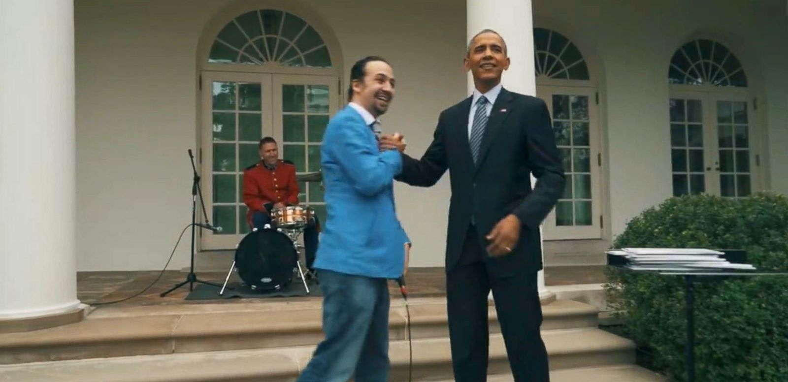39 hamilton 39 creator lin manuel miranda raps in the rose garden with obama abc news. Black Bedroom Furniture Sets. Home Design Ideas