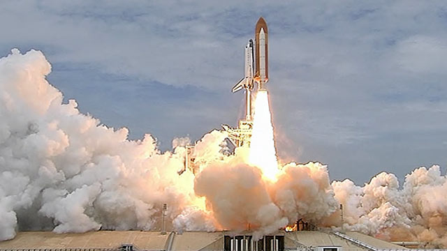 space shuttle taking off - photo #17