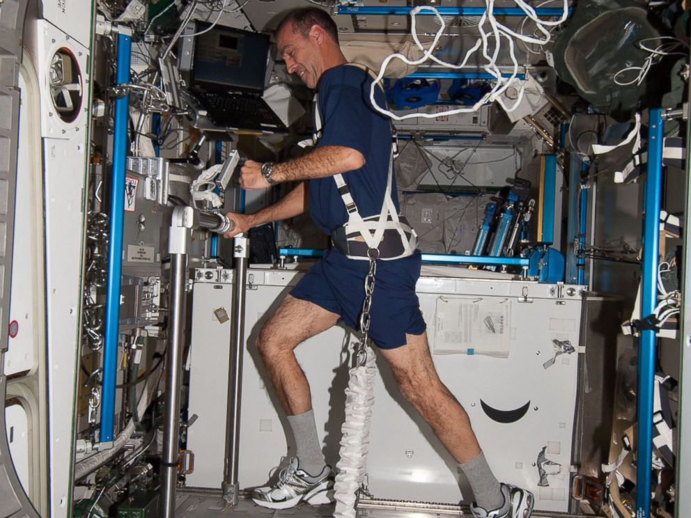life of astronaut in space station - photo #10