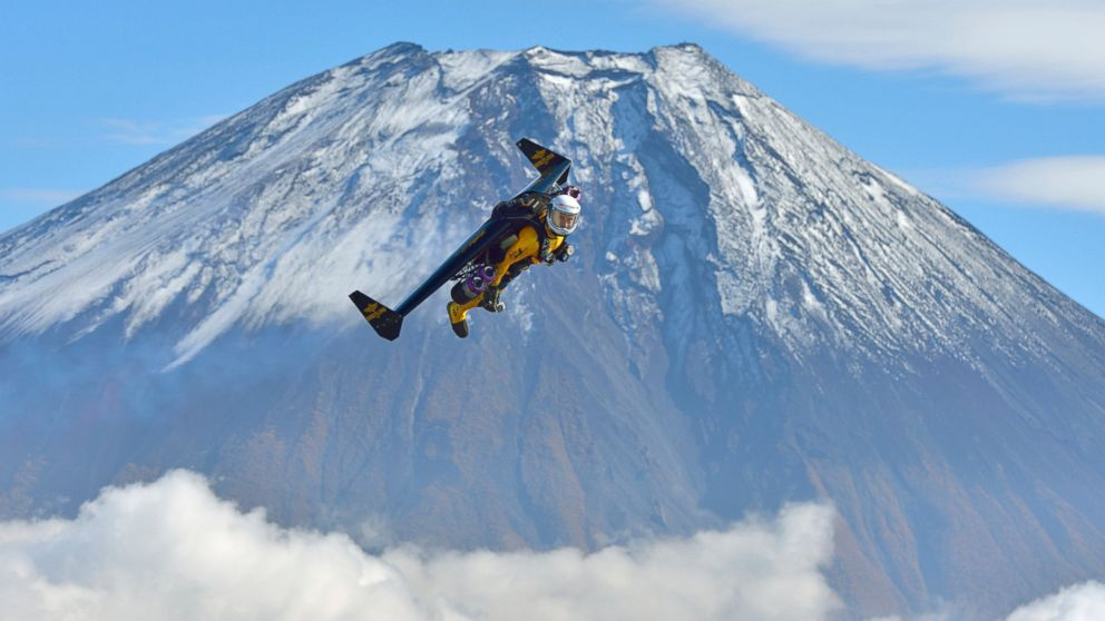 Man Soars Above Mount Fuji With Homemade Jetpack Abc News