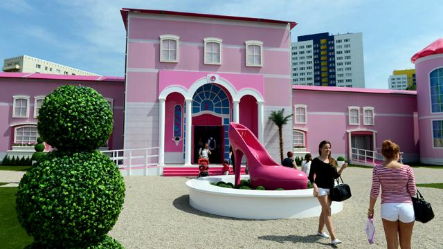 Life Sized Barbie Dreamhouse Opens In Berlin Photos Abc News